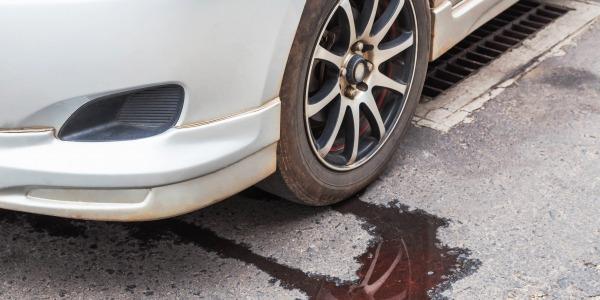 Question n°5 - Je remarque des petites taches sous ma voiture. Comment stopper une fuite?